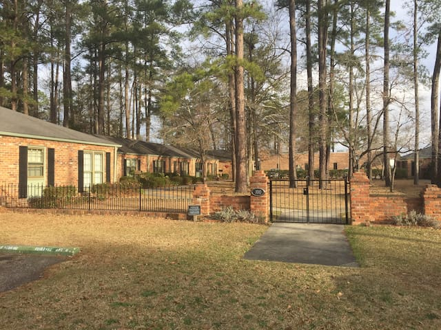 Ideal Central Location In Quiet Neighborhood - Lumberton