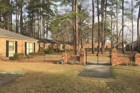 Ideal Central Location In Quiet Neighborhood - Lumberton - Condomínio