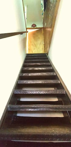 El acceso es por escalera