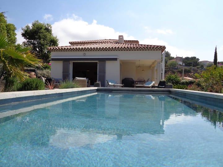 Villa, 175m², on the edge of the sea