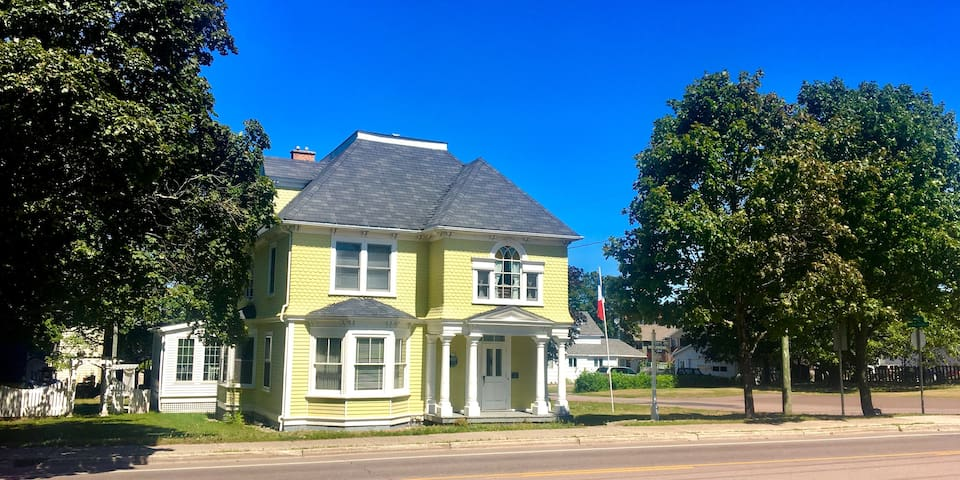 2-Bedroom Combo, private bath - Downtown Shediac