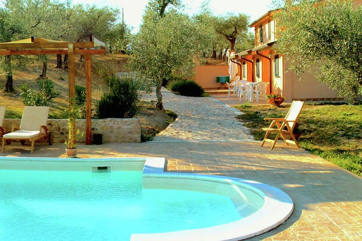 Farmhouse in Giano dell'Umbria with Jacuzzi