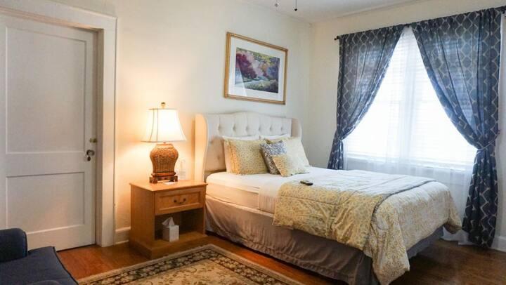 Putnam Lodge - #2 The Wayne Room