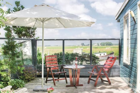 Holiday cottage with 1 bedroom on 52m² in Lauwerzijl