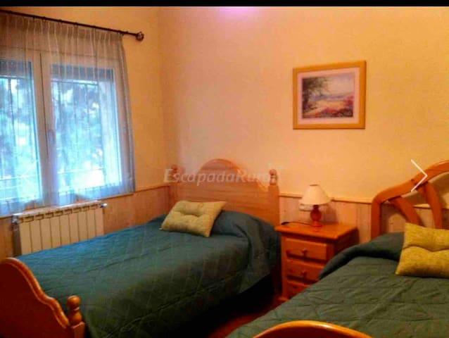 Habitación número 2 dos camas individuales de 1,05