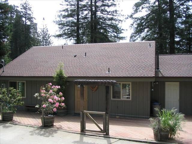 Boat House-Best kept secret on the Coast!