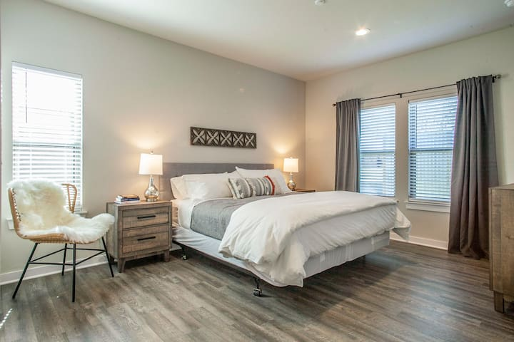 The second master suite includes a comfy king sized bed and a fun corner chair covered in a plush sheepskin rug. This suite also includes room darkening curtains and USB ports in all bedside lamps.