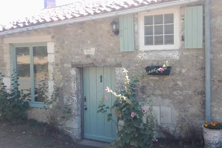 Rural cottage with heated swimming pool & gardens - Saint-Martin-des-Fontaines