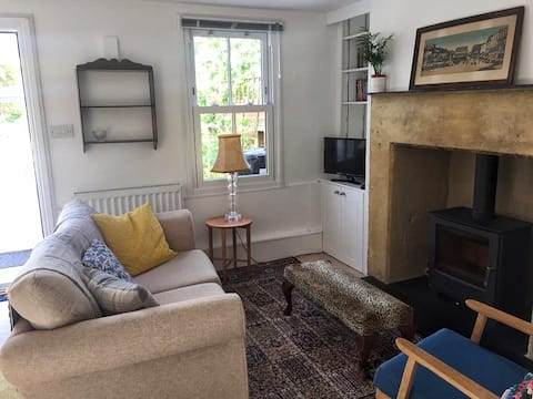 Period cottage close to Bath and the countryside