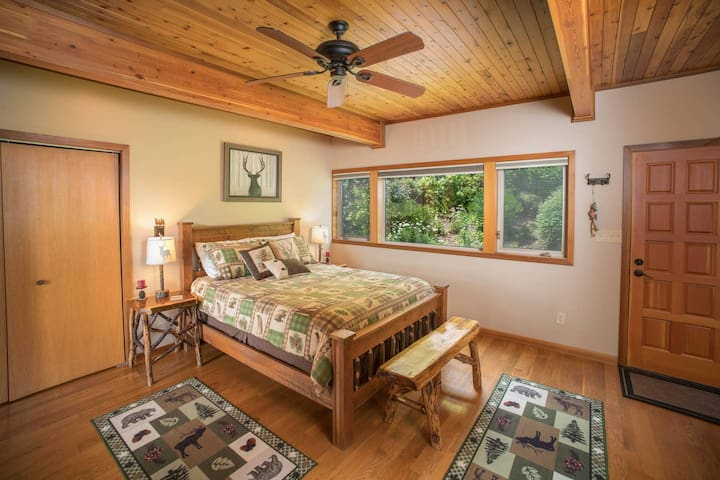 Queen Bedroom with Fireplace (1st Floor) has Garden View + Access to Garden & HotTub