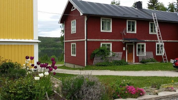 Sweden4u - mysig stuga på lantgård nära sjö