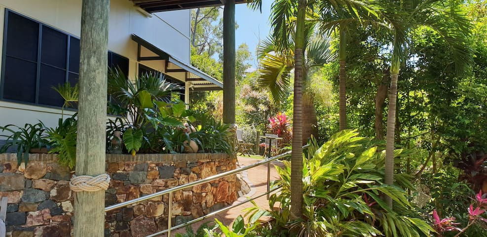 Seatree Retreat on Hamilton Island (FREE Valet!)