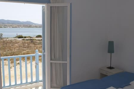 Room Overlooking Sea By Town Centre - Antiparos - Bed & Breakfast