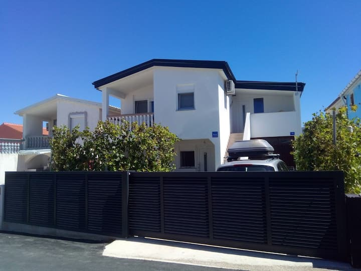 Charming apartment with seaview, 150 m from beach