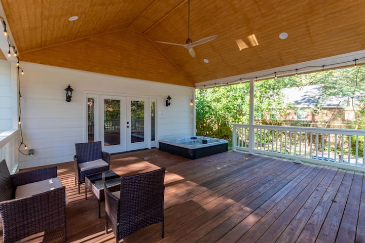 Remodeled Home with Pool, Hot Tub, and Deck