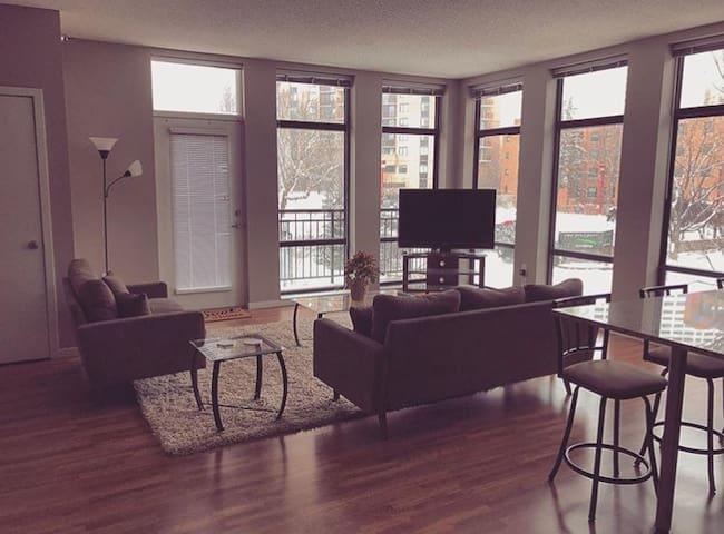 Private Master Room/Bath in Luxury Apartment