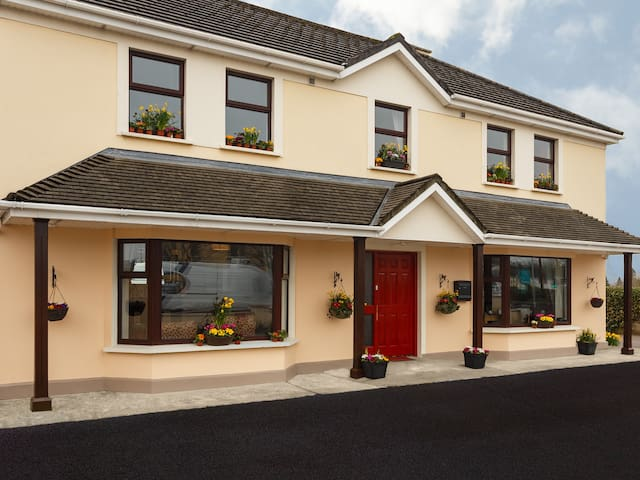 Killaran House-Award winning Double Room - Killarney - Bed & Breakfast