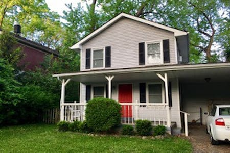 Updated and Comfortable East End home - Louisville - Ház