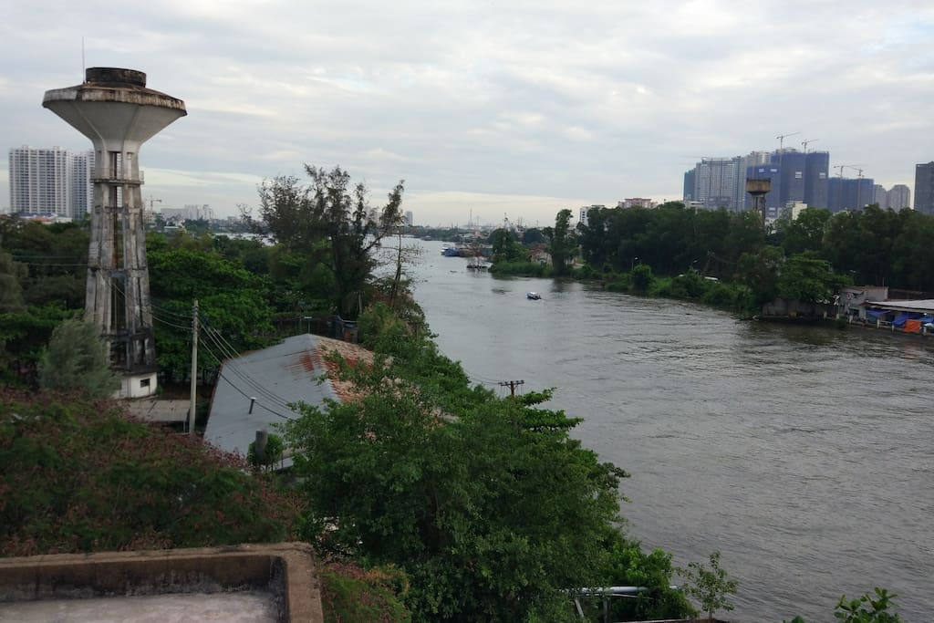 The view on the Rooftop of the Apartment - Sai Gon river very near.