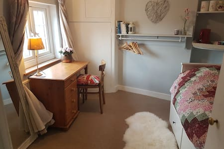 Cosy cottage, single bedroom with breakfast