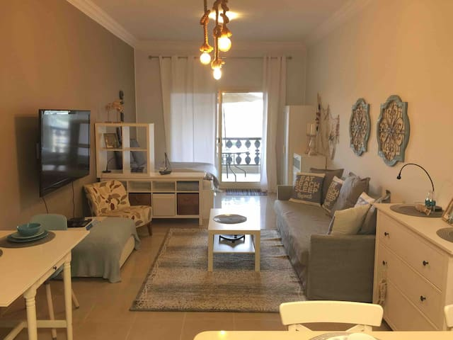 Amazing fully furnished upgraded studio