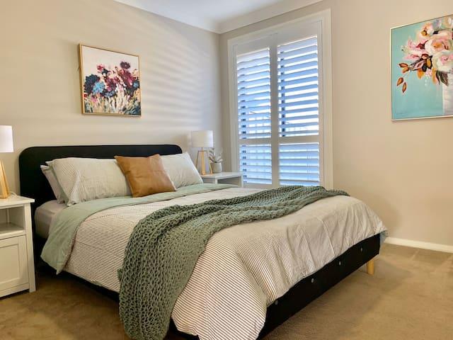 Stylish, cosy & quiet 2 bedroom Villa | Singleton