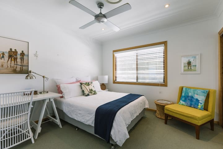 Resort Style Beach House Bed 1 with En-suite.