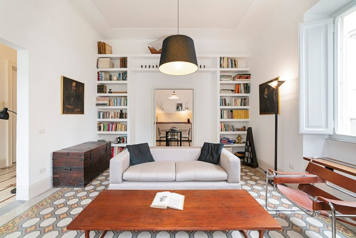 Precious apartment in Art Déco Villa ✧ Sleeps 6!
