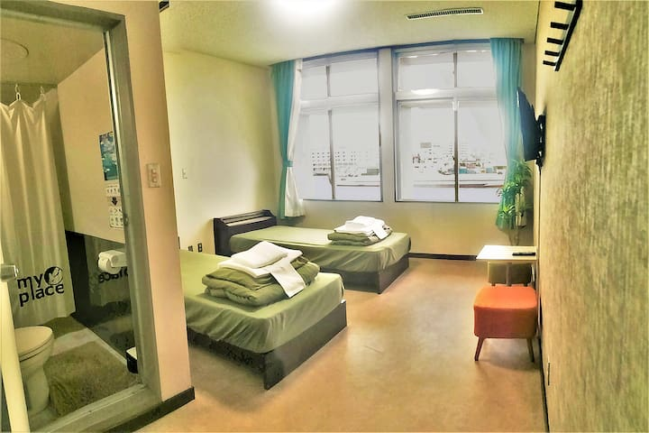 MyPlace  泊港1分鐘!海景兩床雙人房、附有淋浴・廁所!