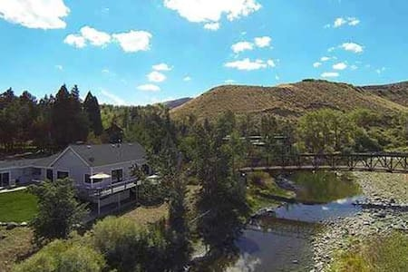 Beautiful Truckee Riverfront home - Reno