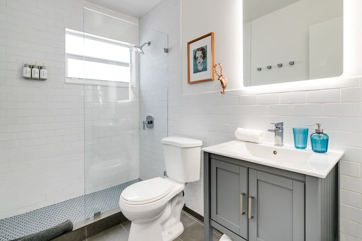 Sparkling clean bathroom with PAYA Amenities including Shampoo, Conditioner, and Shower gel.   as well as the basics, plush clean towels, hand soap, and toilet paper