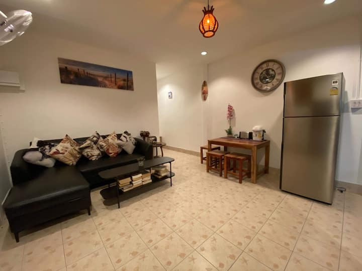 ''LemonTreeHouse' 3 rooms, 2 bathrooms,living area