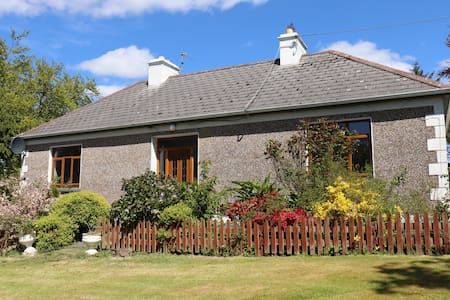 Traditional Country Cottage on Greenway, Westport