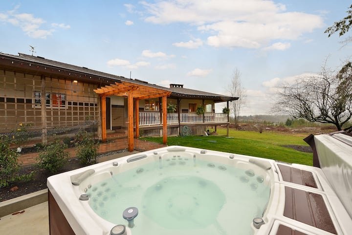 Spectacular 3 Bedroom Country Estate With Amazing Views and Hot Tub