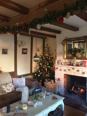 Lovely cosy country cottage