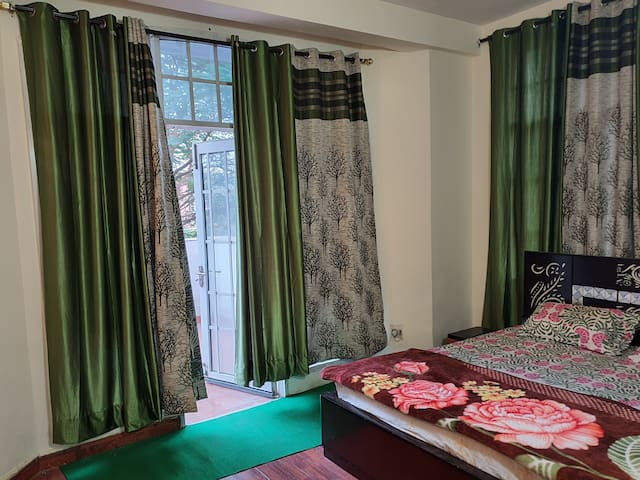 Luxury Private room on Sohna Road, Indep Balcony