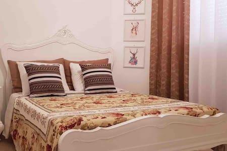 Elegant and cozy classic room - NO TAX