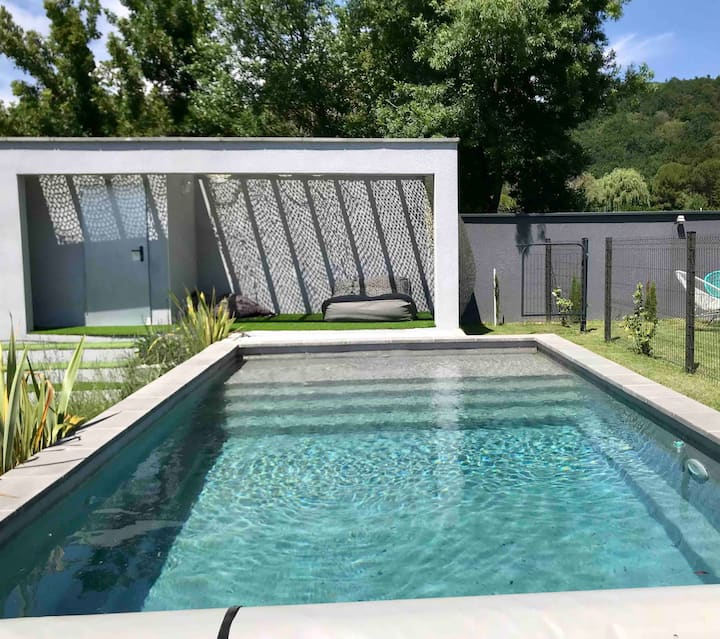 Maison avec piscine en drome provençale