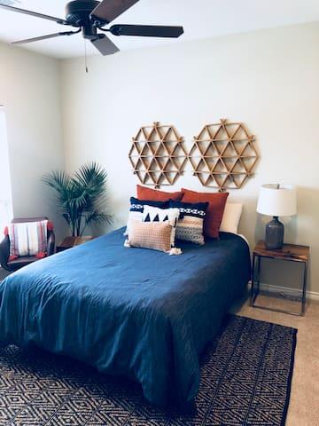 Rustic Lodge #2: Superhost—Queen Bedroom Suite!