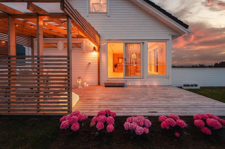 Stor villa med nydelig utsikt - 4 sov og 2 bad