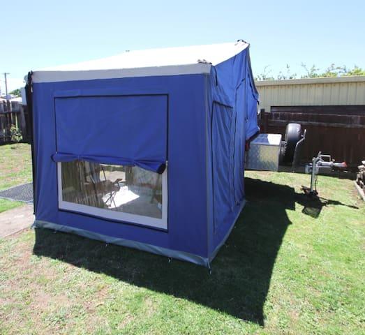Chateau Ronaldo - camping in suburbia - Devonport