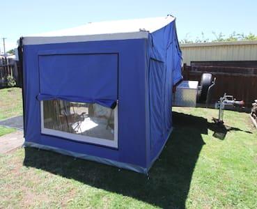 Chateau Ronaldo - camping in suburbia - Devonport - Tent