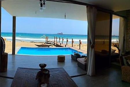 Beautiful Beach house OCEAN FRONT