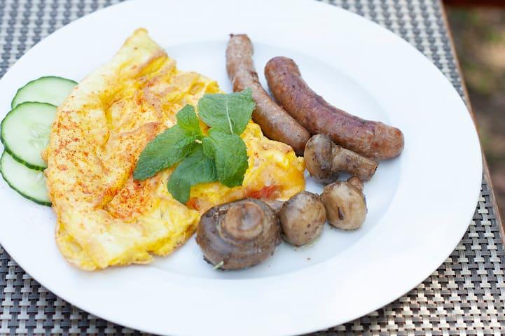 Breakfast @Mziki Safari Lodge