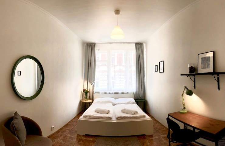 PRIVATE room by the Old town! CENTRAL & NEW