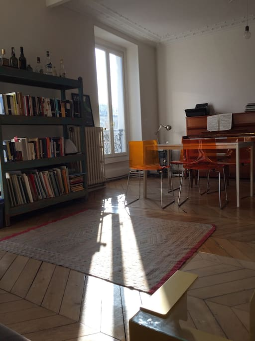 natural sunlight fills the apartment all morning and afternoon!