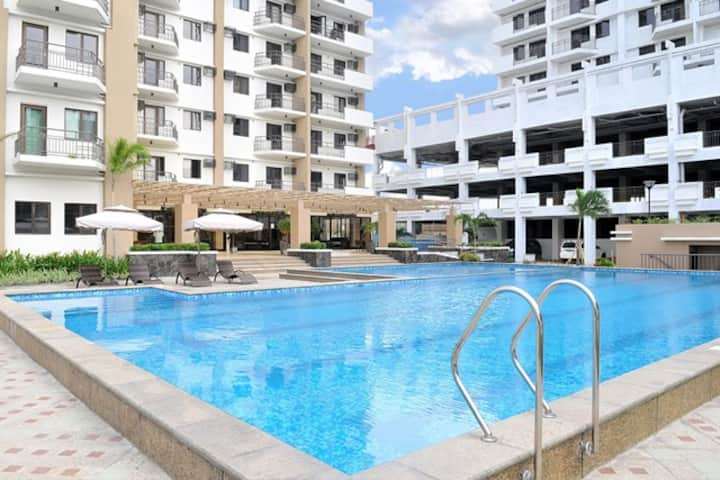 Cypress Towers 2 bed near BGC Area WIFI ~60 Mbps!