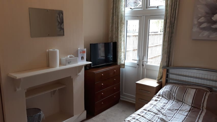 Double Room to Rent (BD2)