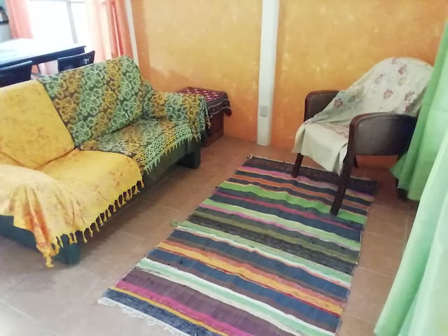 Double room in a farm w/shared bath+kitchen