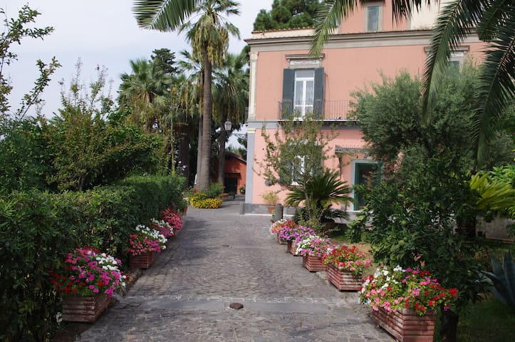 Villa Raffaela - Casa signorile e indipendente - Ercolano - Huis